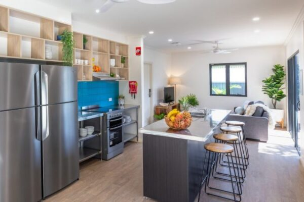 Blue-Reef-House-Kitchen-Wide-Cairns-Kangarooms-Student-Living-800x400-37pz7264vyrp6nj46lktmo